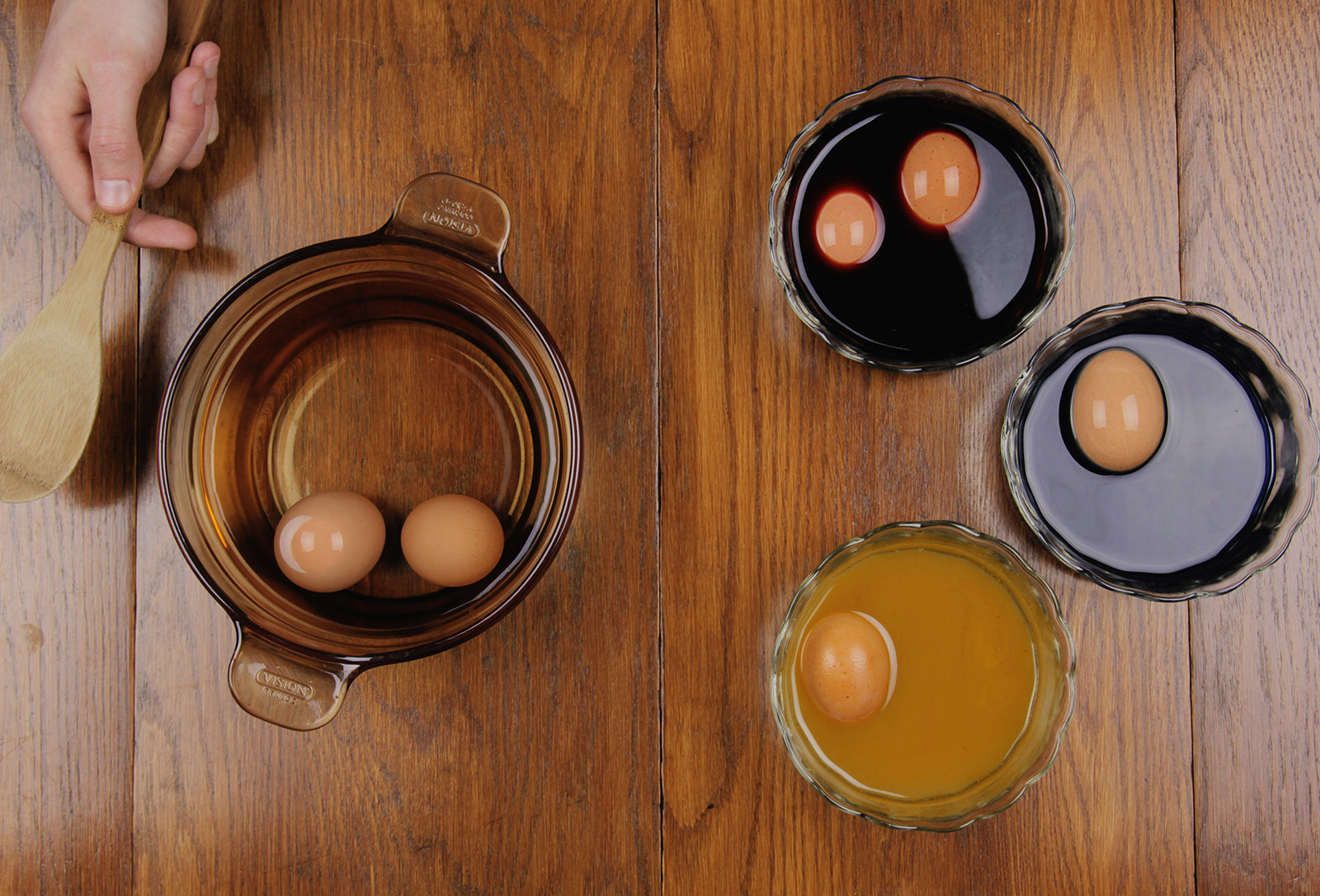 Eggs Sitting in the Natural Dyes.